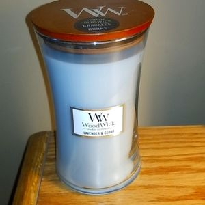 """WOODWICK """"crackles as it burns """" CANDLE"""